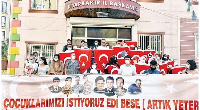 HDP önündeki evlat nöbetinde 23'üncü kavuşma!